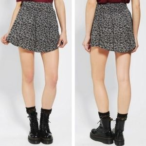 Urban Outfitters Cooperative Daisy Skirt M